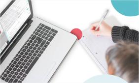 Laptop på et skrivebord